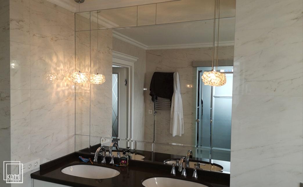 монтаж дзеркала у ванні